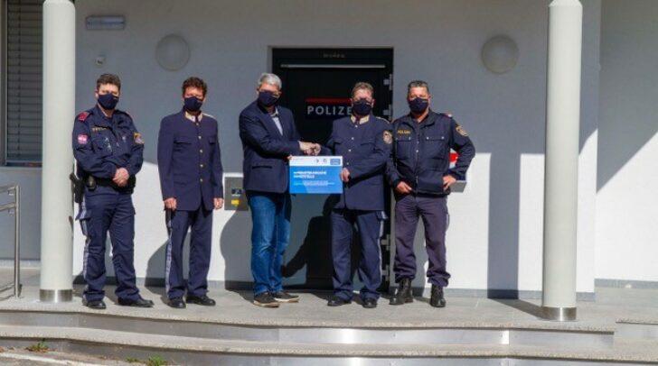 Übergabe des Zertifikates durch Bezirkspolizeikommandant Oberstleutnant Markus Fheodoroff