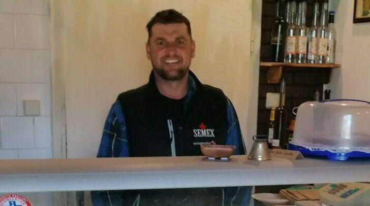 Robert Gössinger verkauft jeden Freitag von 10 – 17 Uhr Selbstgemachtes in seinem Hofladen.