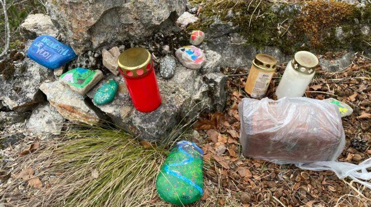 Die mit viel Mühe gestalteten Gegenstände wurden entfernt und vermutlich lieblos entsorgt.