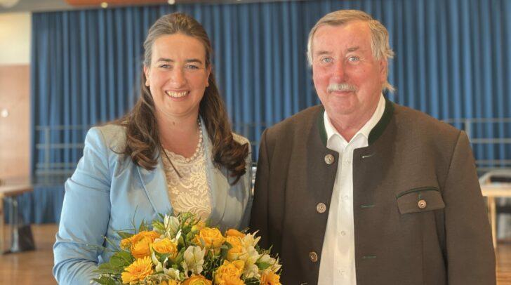 Eine starke Frau: Silvia Häusl-Benz wurde erneut zur Bürgermeisterin von Pörtschach gewählt. Am Bild mit ihrem stolzen Vater bei der Angelobung.