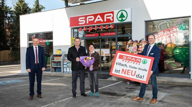 v.l.n.r: Paul Bacher (Geschäftsführer für SPAR Kärnten und Osttirol), Hans Dieter Steiner, Daniela Obernosterer, Manfred Pertl (Vertriebsleiter SPAR Kärnten und Osttirol)