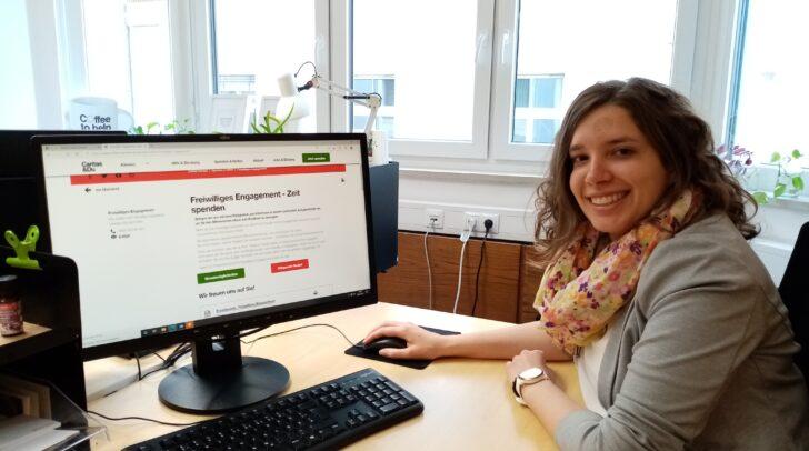 Theresa Kranabetter von der Servicestelle für Freiwilliges Engagement nimmt Anmeldungen zur Mitarbeit entgegen.