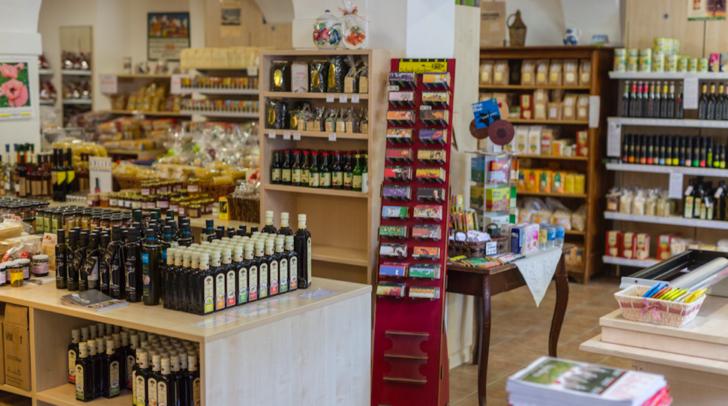 In der Finkensteiner Nudelfabrik bietet eine Vielzahl an regionalen Produkten an.