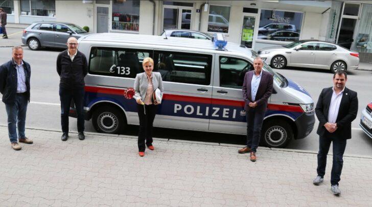 Stadträtin Sandra Wassermann mit Wolfgang Pittino (Stv. Stadtpolizeikommandant), Markus Tilli (Leiter des Einsatzreferates), Ferdinand Pirmann (Fachbereichsleiter Verkehrsreferat) und Werner Schluifer.