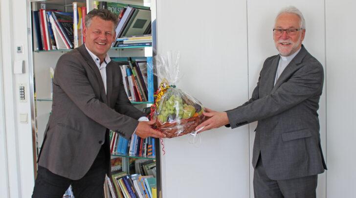 Bürgermeister Christian Scheider und Diözesanbischof Josef Marketz