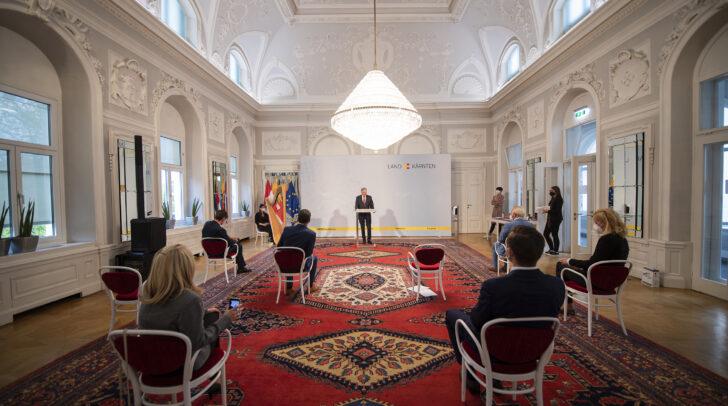 Im Spiegelsaal der Kärntner Landesregierung wurden heute vier Ehrenzeichen des Landes Kärnten überreicht.