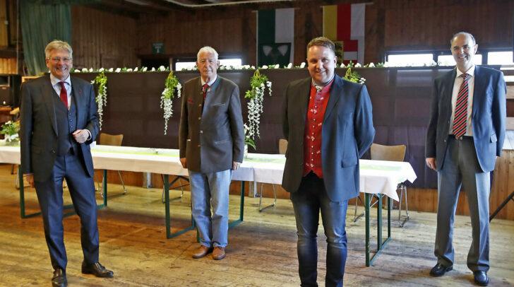 LH Peter Kaiser bei der Angelobung von Bürgermeister Werner Egger in Steuerberg mit Altbürgermeister Karl Petritz und Bezirkshauptmann Dietmar Stückler