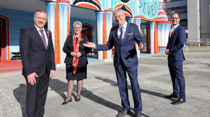 Bürgermeister Martin Kulmer, 1. Vzbgm. Silvia Radaelli, LH Peter Kaiser und 2. Vzbgm. Clemens Mitteregger