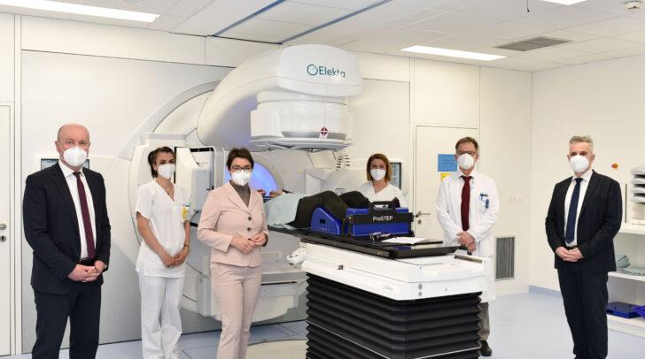 Tumor-Behandlung: 4. LINAC ab heute in Betrieb. Mit LHStv.in Beate Prettner
