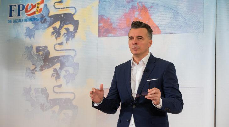 Der Kärntner FPÖ-Landesparteiobmann Gernot Darmann fordert eine unverzügliche Auszahlung der schon lange ausstehenden Corona-Entschädigungen.