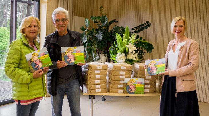 Übergabe von 2.000 Stück des Kinderbuches (Kinderbuchautor Hans Gerhard Kalian mit<br /></noscript>seiner Frau Erika Kalian und TiKo Präsidentin Dr. Tara Geltner)