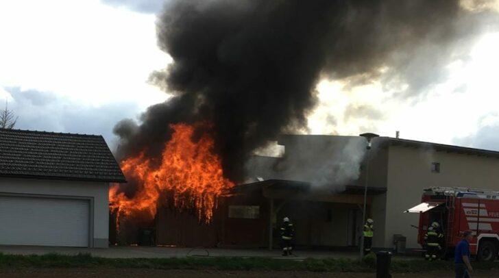 Im Brandeinsatz standen die freiwilligen Feuerwehren St. Michael, Feistritz ob Bleiburg, Bleiburg und Replach.