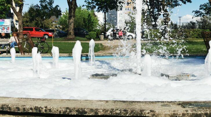 Der Brunnen im Stadtpark enthielt eine schaumartige Flüssigkeit. Was war da los?