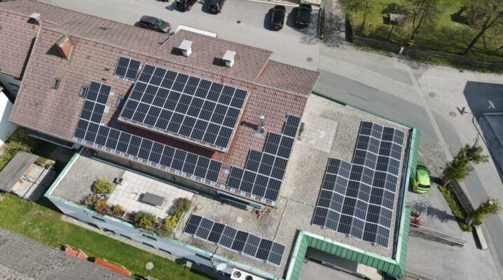 Die Photovoltaikanlage auf dem Dach des Kaufhauses Kovsca. (c) ADEG Kovsca