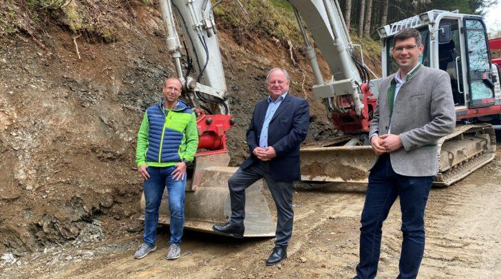 v.l.n.r.: Bauleiter Helmut Adunka , Bürgermeister Hans Fugger (Glödnitz) und Landesrat Martin Gruber