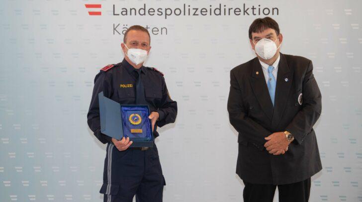 Gruppeninspektor Erich Kügerl mit dem Generalsekretär der Gendarmerie- und Polizeifreunde, Oberstleutnant iR Reinhold Hribernig