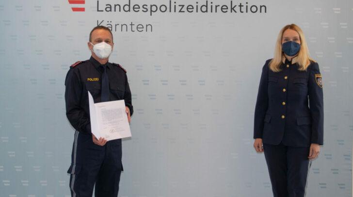 Gruppeninspektor Erich Kügerl mit Landespolizeidirektorin Michaela Kohlweiß