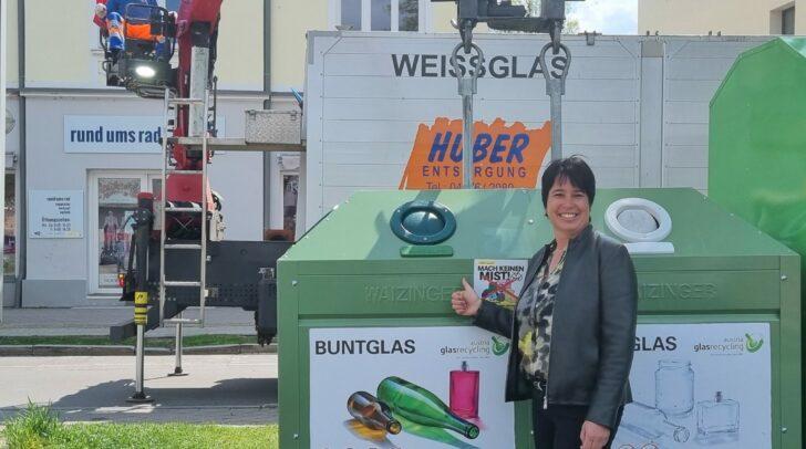 Christiane Huber vor einem der Altglascontainer in Villach