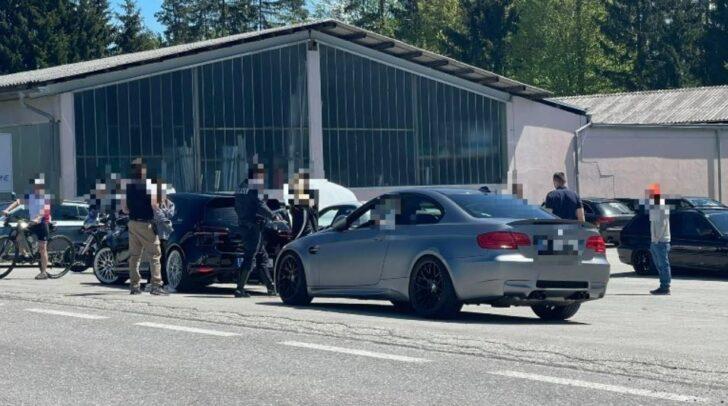 Die Polizei führt in der gesamten Region Verkehrskontrollen durch.