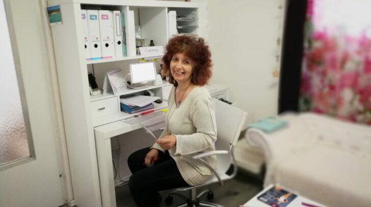 Carina, eine der top geschulten Mitarbeiterinnen des CorpoSana Studios, steht euch mit Rat und Tat zur Seite.