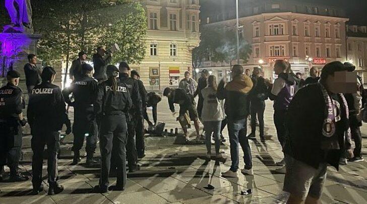 Die Feier wurde von der Polizei aufgelöst.