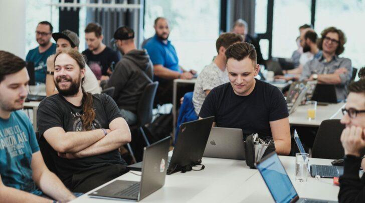 """Open Source Projekte werden beim Lakeside Hackathon """"hands-on"""" weiterentwickelt."""