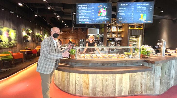 Richard Oswald ATRIO Center- Manager und Ida David-Liktor Restaurantleiterin von my Indigo