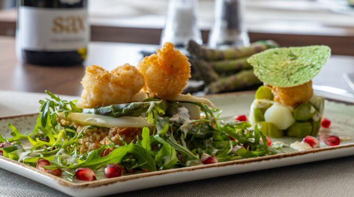 Spargel ist gesund und fördert die Fitness. Genießen kannst du ihn im MILO Restaurant!