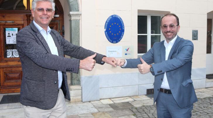 Vizebürgermeister Alois Dolinar und Geschäftsführer Adnan Alijagic vor dem Europahaus.