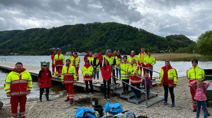 Die Wasserrettung Villach bei der Seenreinigung am Ossiacher See.