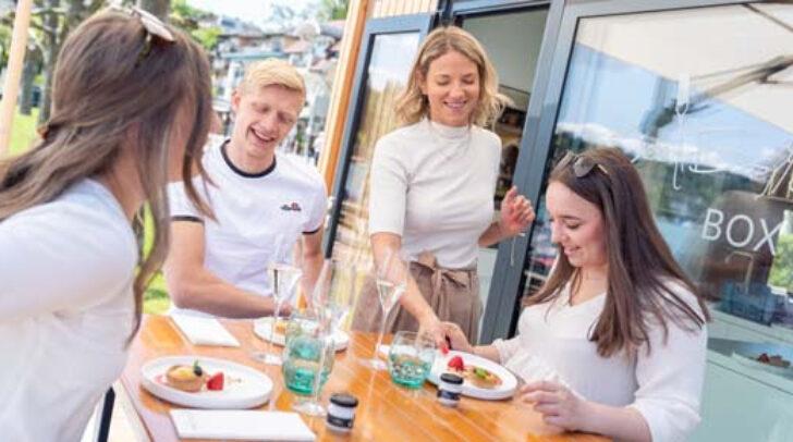 Im Laufe des Sommers wird das mobile Mini-Gourmet-Restaurant an drei verschiedenen Plätzen auftauchen.